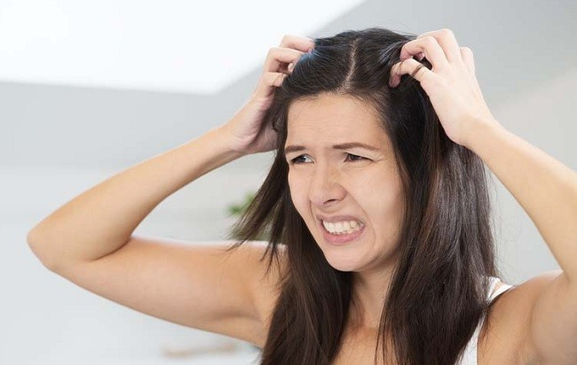 Почему чешется голова
