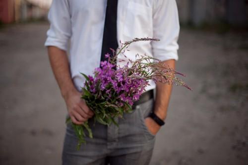 парень с цветами