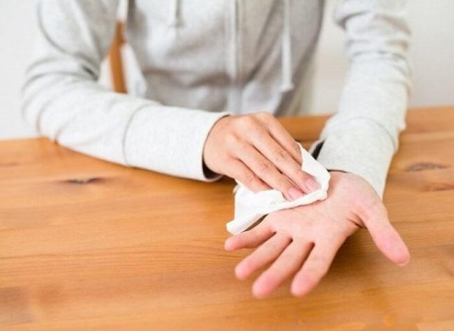 Почему потеют руки и как бороться с потливостью рук?