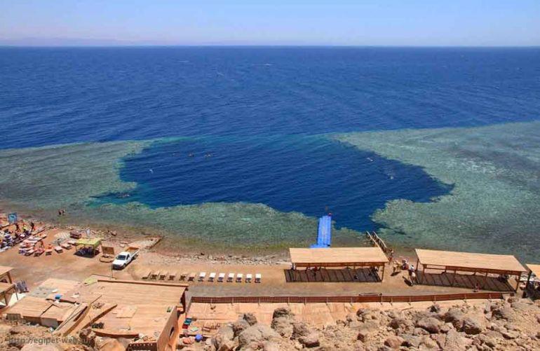 Голубая дыра у берегов Египта