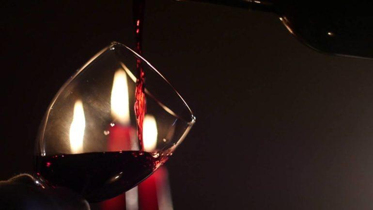 Как открыть вино?